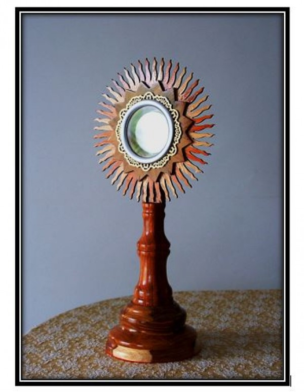 61cm Stunning Two Tone Wooden Monstrance